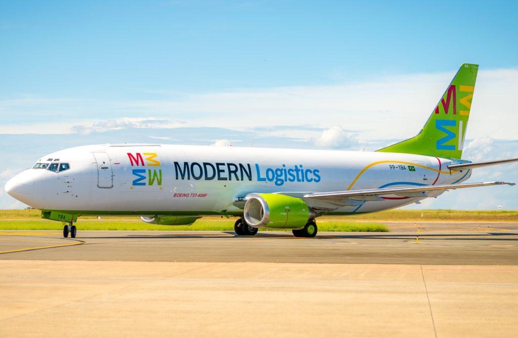 Avião Modern Logistics 737-400F