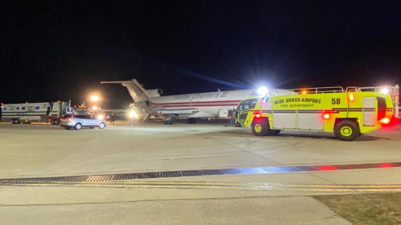 Caminhão cavalos atinge asa Boeing 727 Kalitta