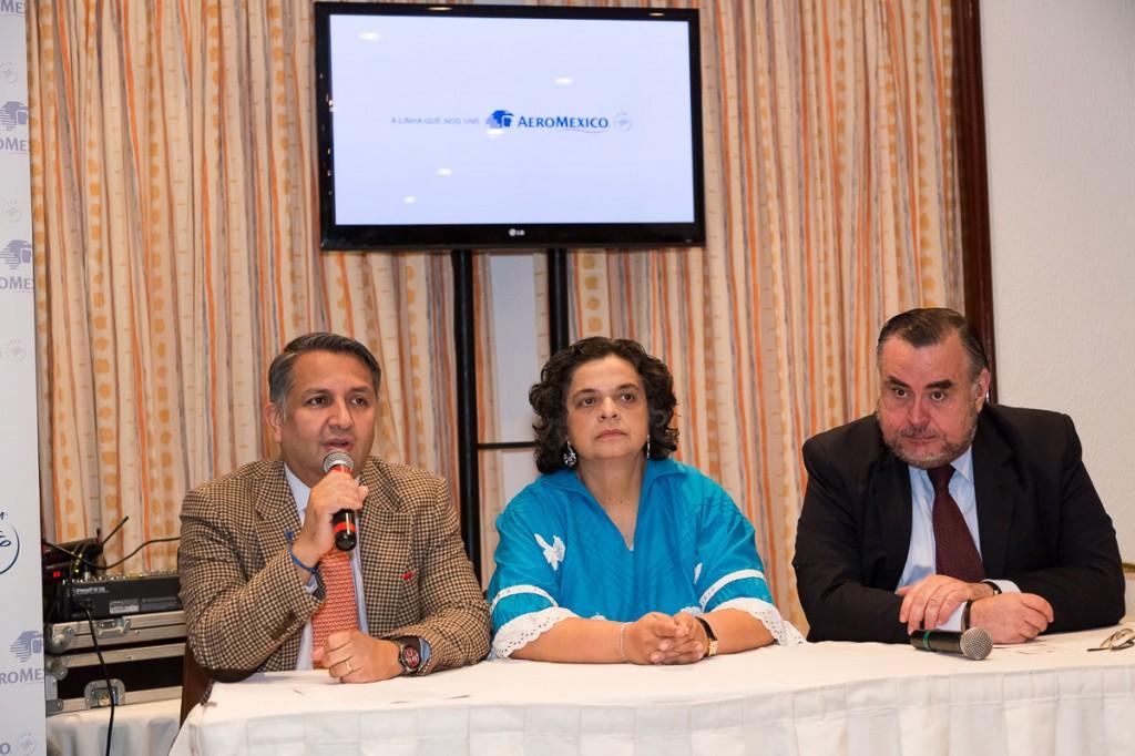 Da esq. para dir.: Mario Roras (Diretor de Vendas), Beatriz Paredes (Embaixatriz do México) e Claudio Magnavita ( Secretário de Turismo RJ)