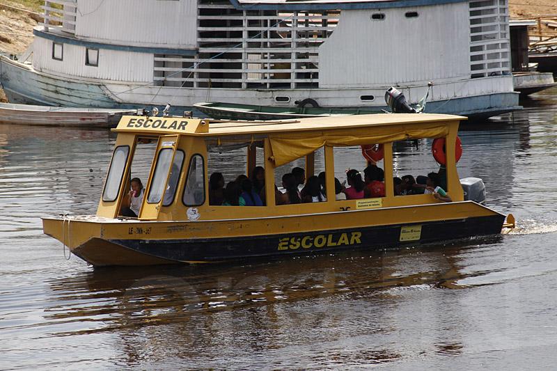 Já tinha ouvido falar do barco escolar?