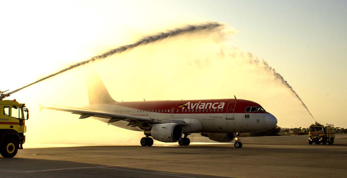 Batismo da aeronave A319 no primeiro voo Fortaleza-Bogotá da Avianca Brasil