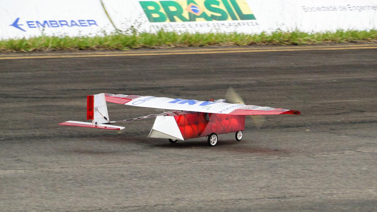 Aeronave da Equipe Trem Ki Voa Micro (UFSJ), campeã da classe Micro no ano passado.