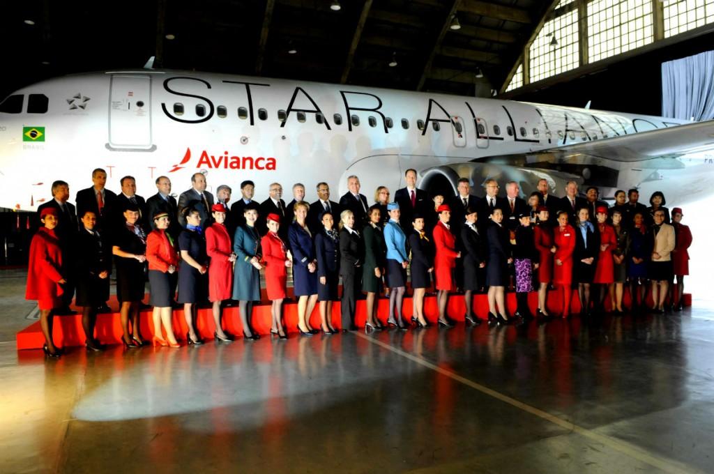 Aeromoças e diretores das companhias integradas à Star Alliance (1)