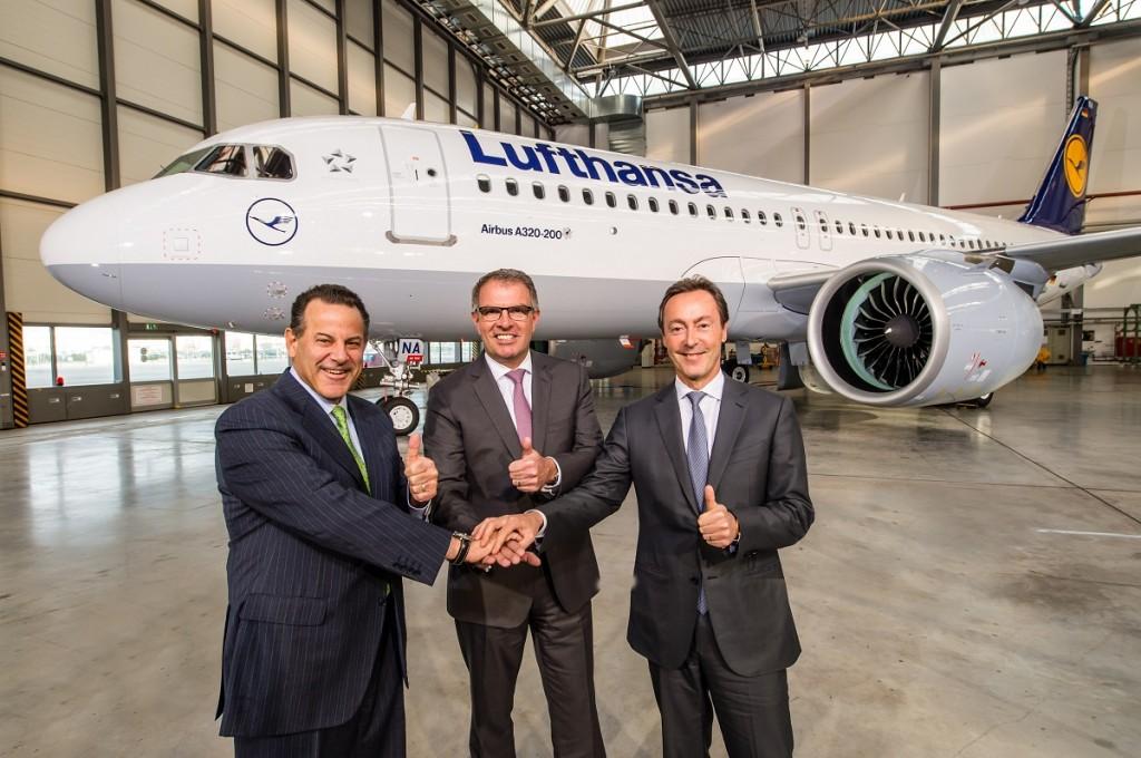 Da esquerda para a direita: Fabrice Brégier, Presidente e CEO da Airbus, Carsten Spohr, Chairman do  Board Executivo e CEO da Deutsche Lufthansa AG e Robert Leduc, Presidente da Pratt & Whitney