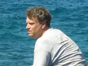 Comandante Mike Johnston faleceu em voo com causas ainda sendo investigadas