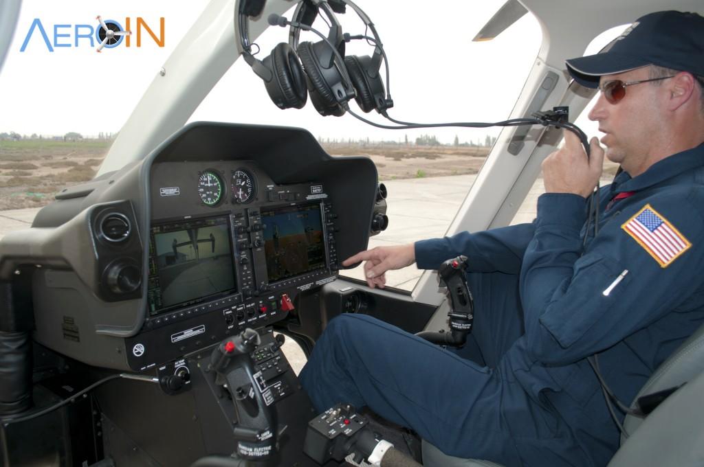 O piloto Randall demonstra algumas novas funções do 407GXP