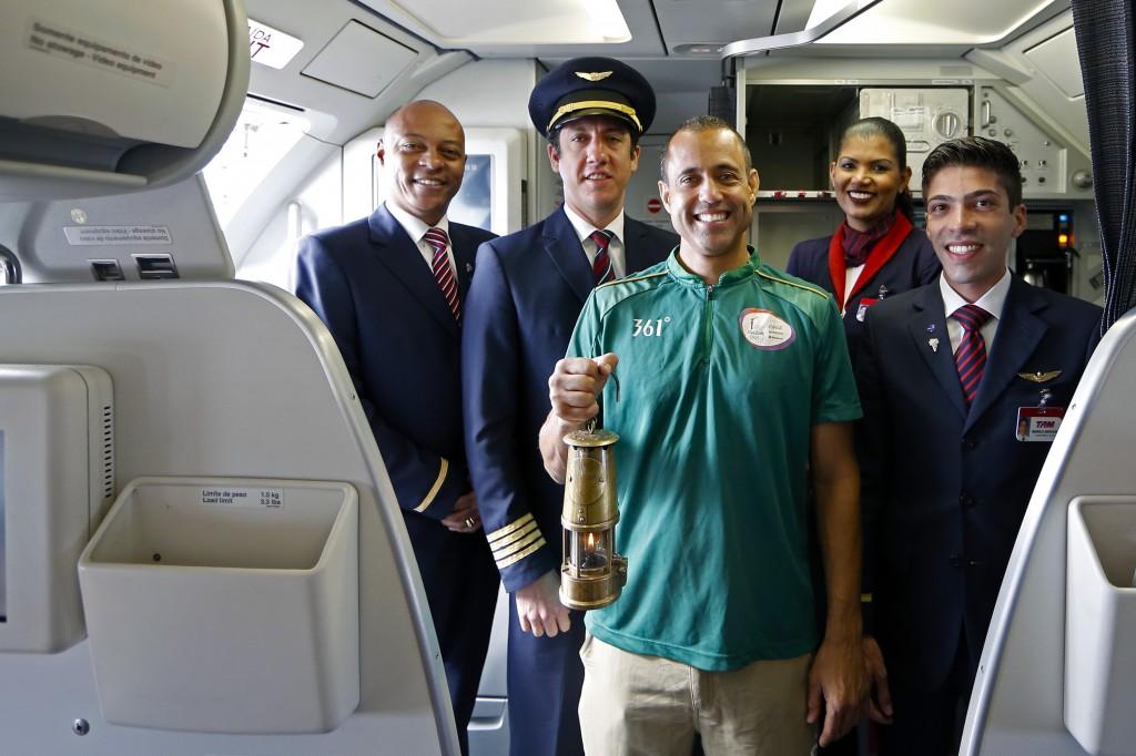 Revezamento da Tocha Olimpica para os Jogos Rio 2016 Tripulação Airbus A319 LATAM