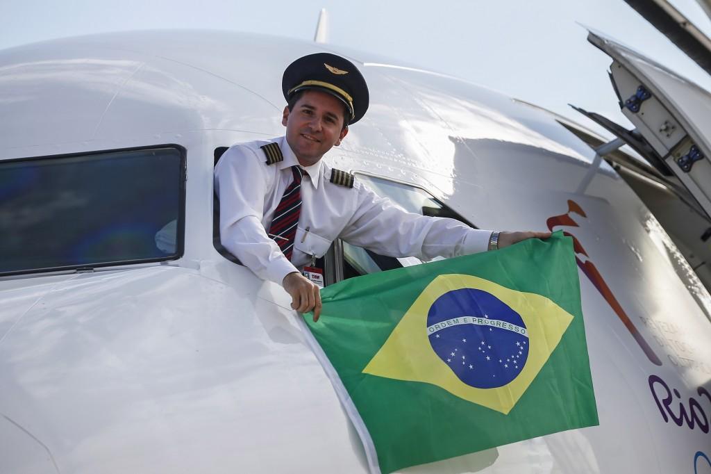 LATAM Airbus A319 PT-TME Comandante Bandeira Tocha Olímpica Rio 2016