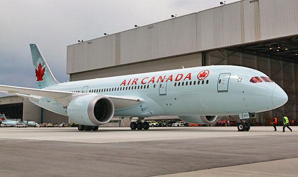 AIR CANADA - Air Canada's Dreamliner Touches Down in Toronto