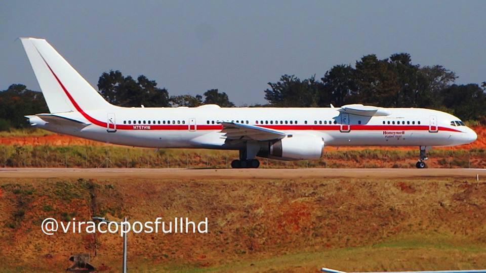 Aeronave é flagrada em Campinas - foto de Vitor Dias Lacerda
