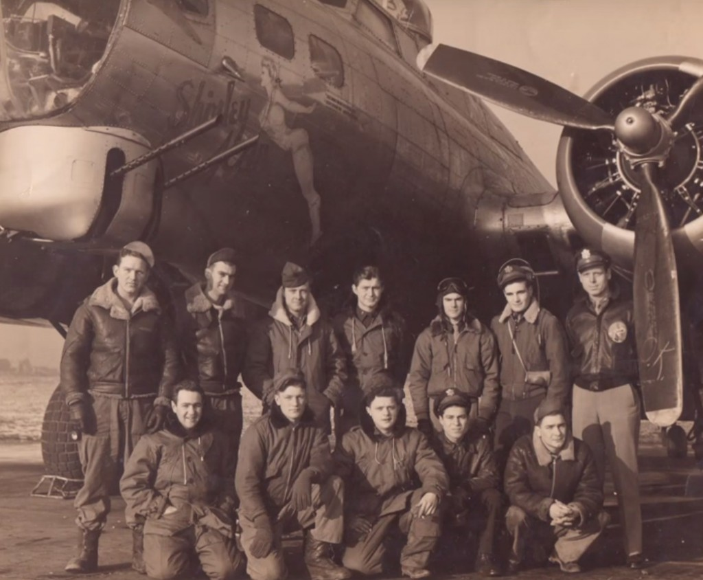 O pai serviu como piloto de bombardeiro B-17 no 91º grupo de bombardeiros do Exército Americano.