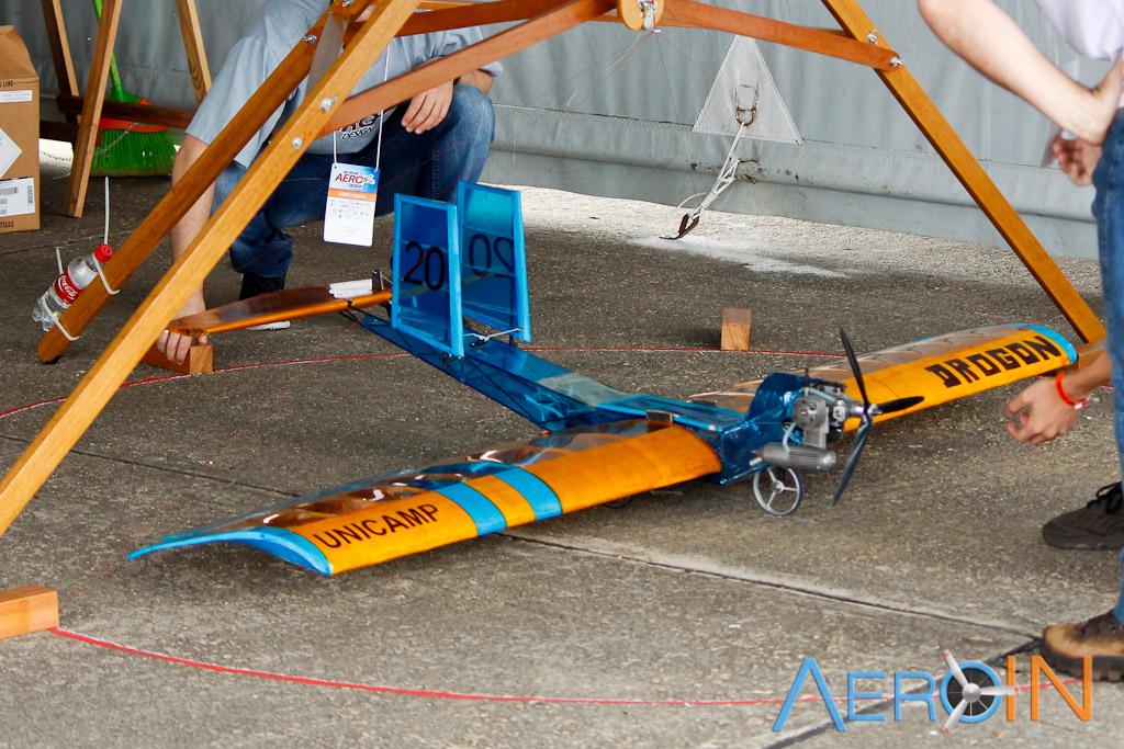 Aeronaves da classe Regular durante procedimento de verificação dimensional (linhas definiam o cone dentro do qual as aeronaves deveriam caber).