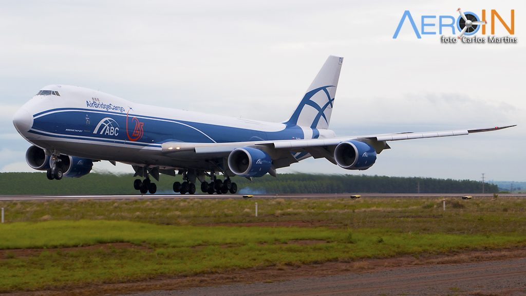 Avião Boeing 747-8F AirBridge