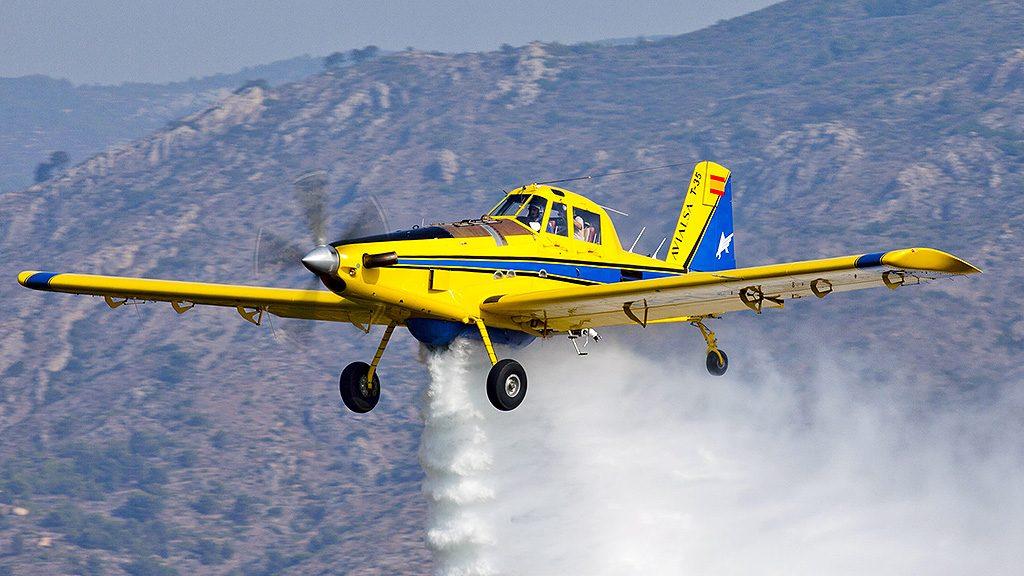 Resultado de imagem para aviação agricola apagando incendios