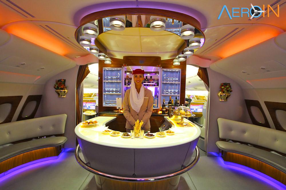 Avião Airbus A380 Emirates Bar Lounge