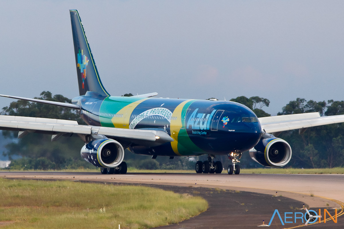 Avião Airbus A330-200 Azul Bandeira