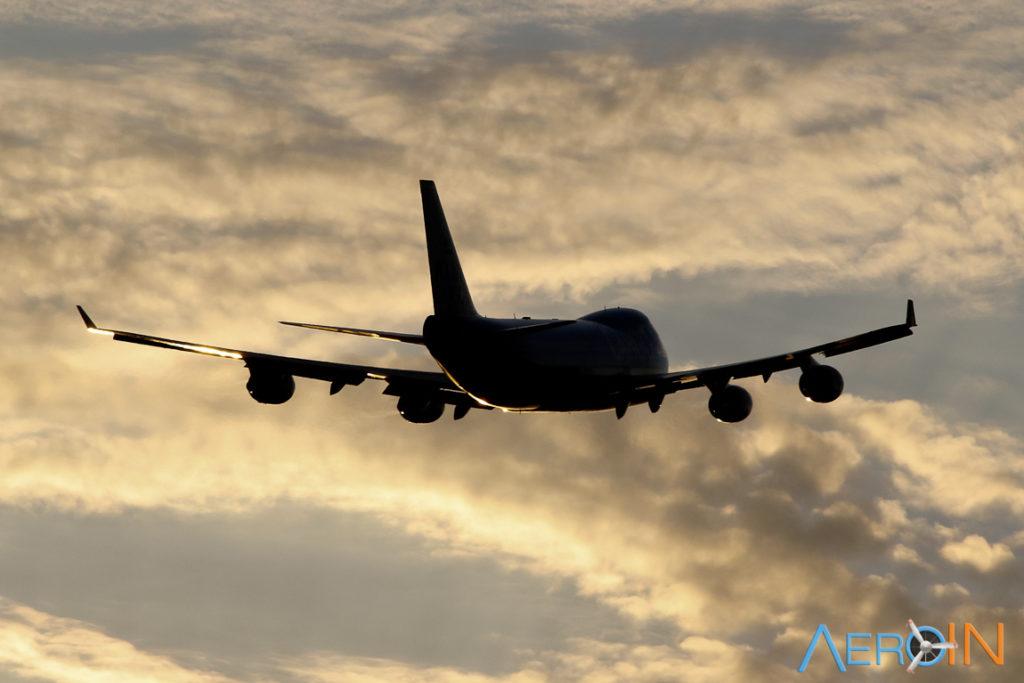 Avião Jumbo Boeing 747-400F