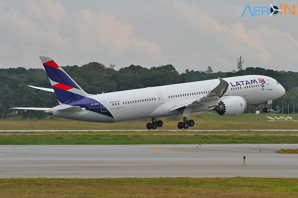 Avião Boeing 787 Dreamliner LATAM