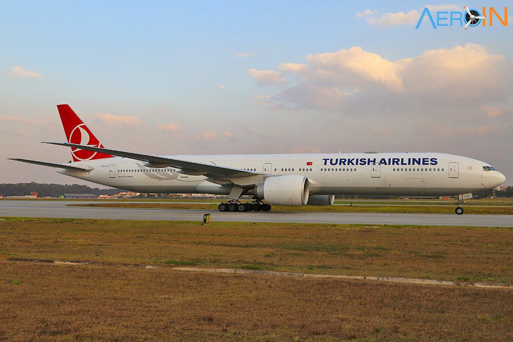 Avião Boeing 777-300 Turkish Airlines
