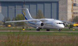 Avião Antonov An-158