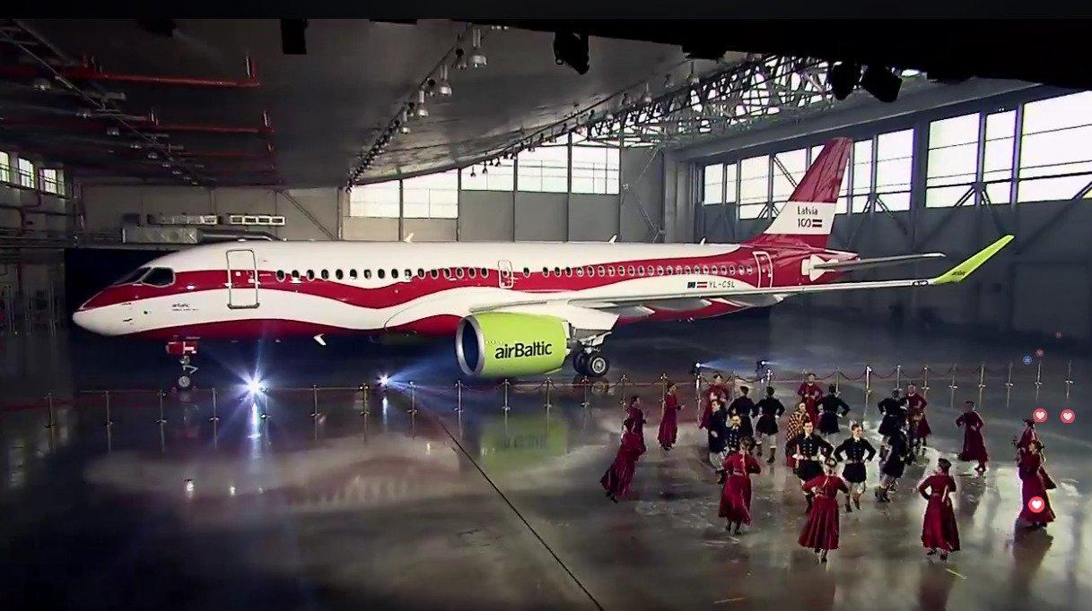 Avião Airbus A220-300 airBaltic Special Livery Letônia Latvia