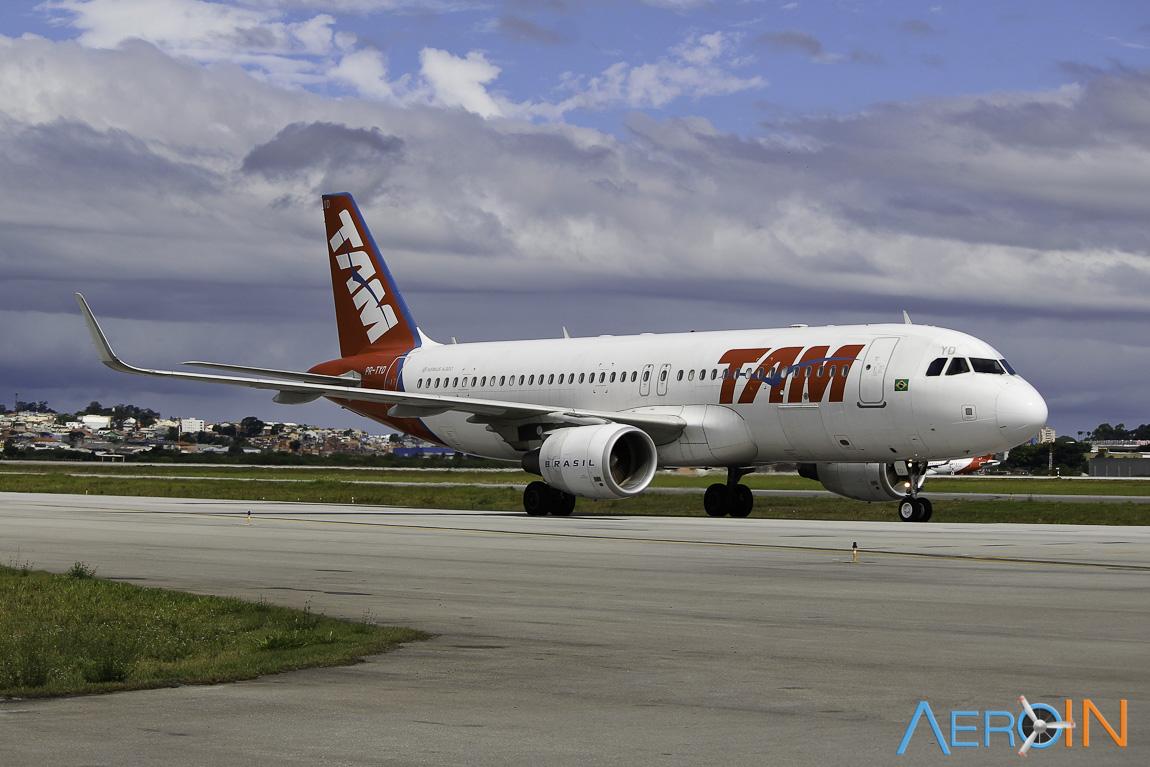 Avião Airbus A320-200 TAM