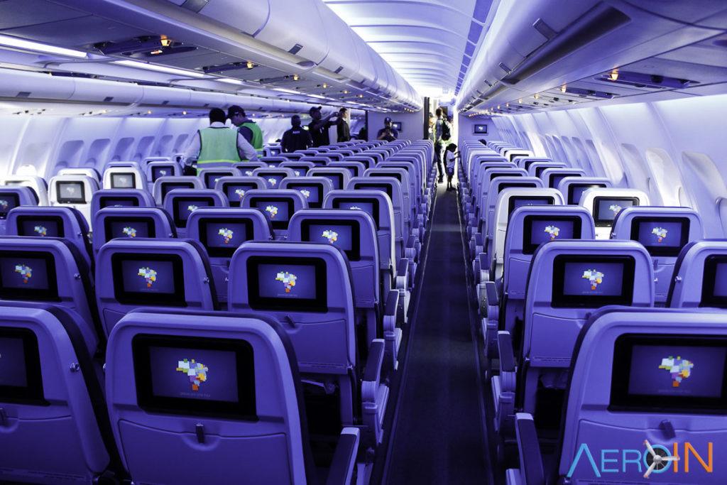 Insterior Airbus A330-200 Azul Econômica