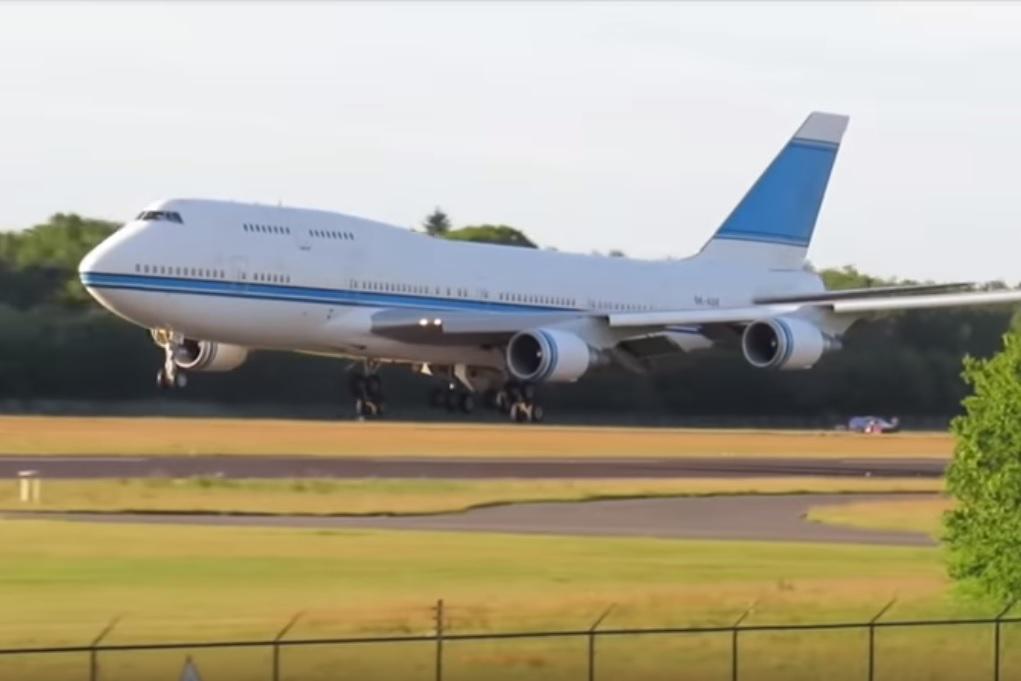 Boeing 747 VIP Kuwait last landing