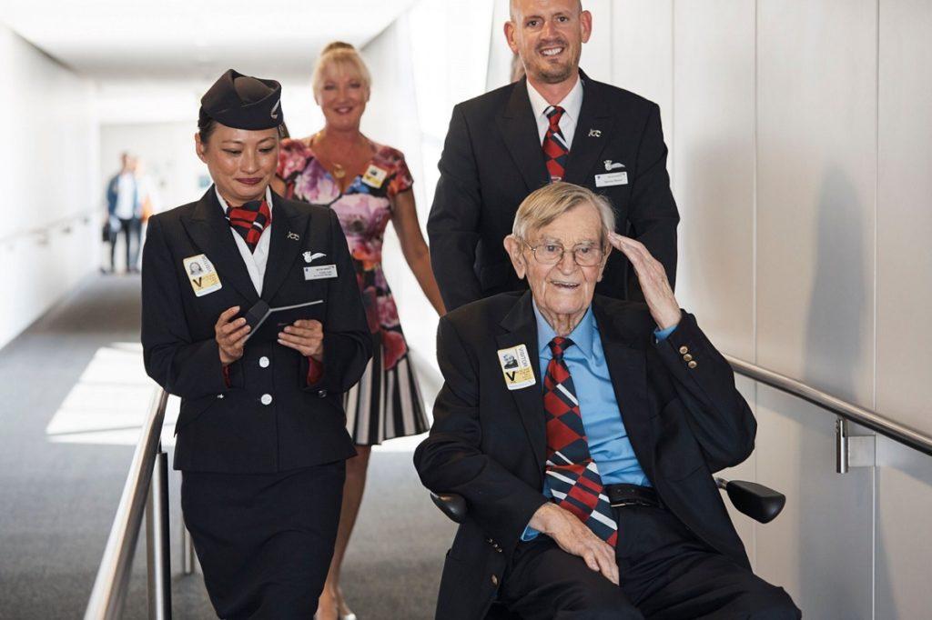 Frank Dell voou o Mosquito na Segunda Guerra Mundial e depois foi para a British Airways, porém a 30 anos não voltava para a cabine de um avião.