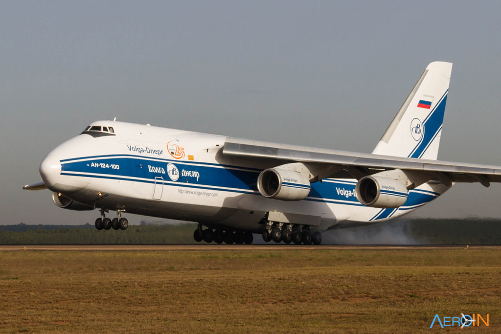 Avião Antonov AN-124 Ruslan Volga