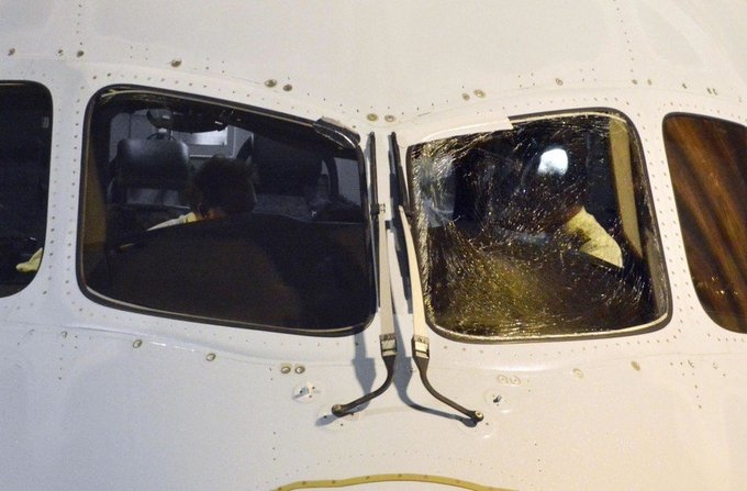 Boeing 787-9 da Air Canada com para-brisa rachado