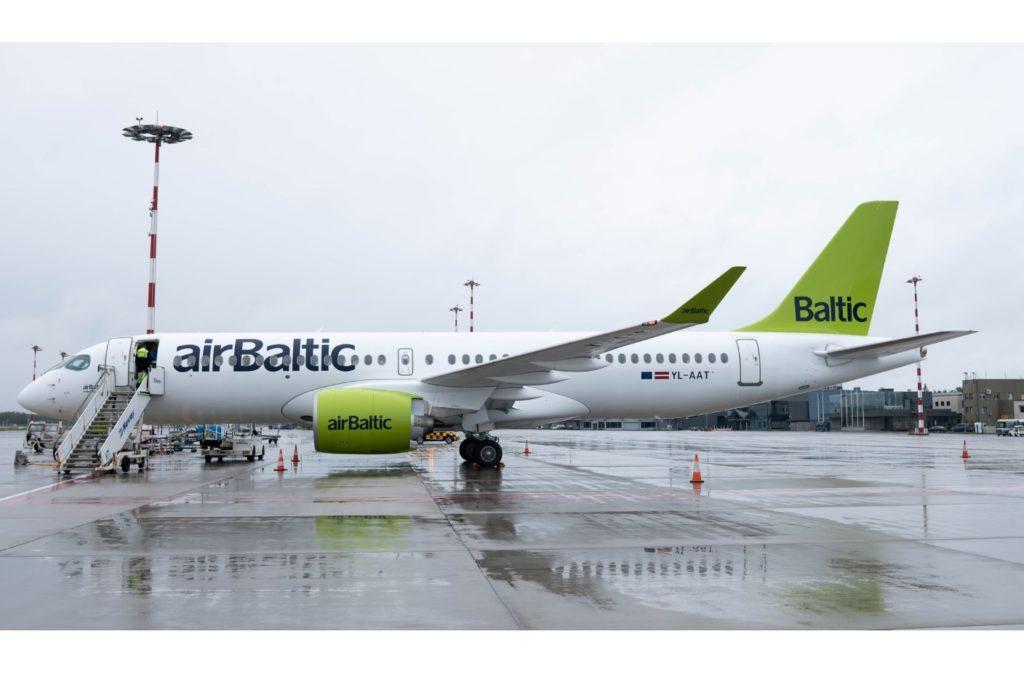 airBaltic CS300 A220-300