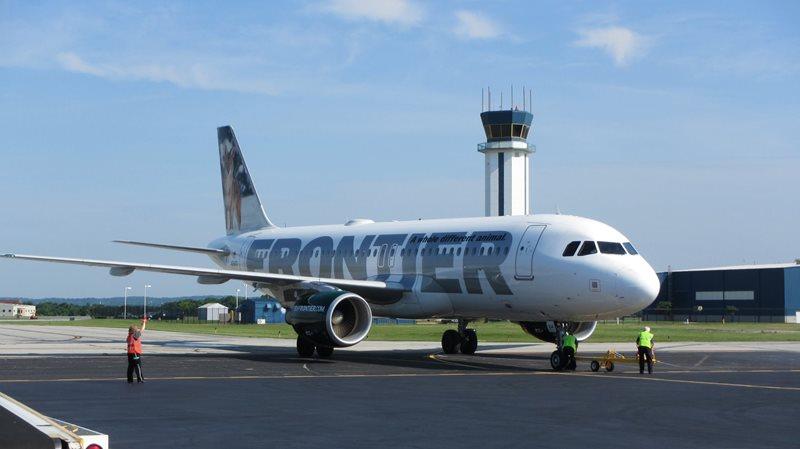 Airbus da Frontier no Aeroporto de Wilmington no estado americano do Delaware