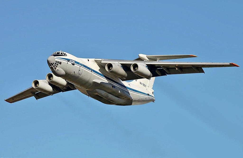 Avião Ilyushin IL-76