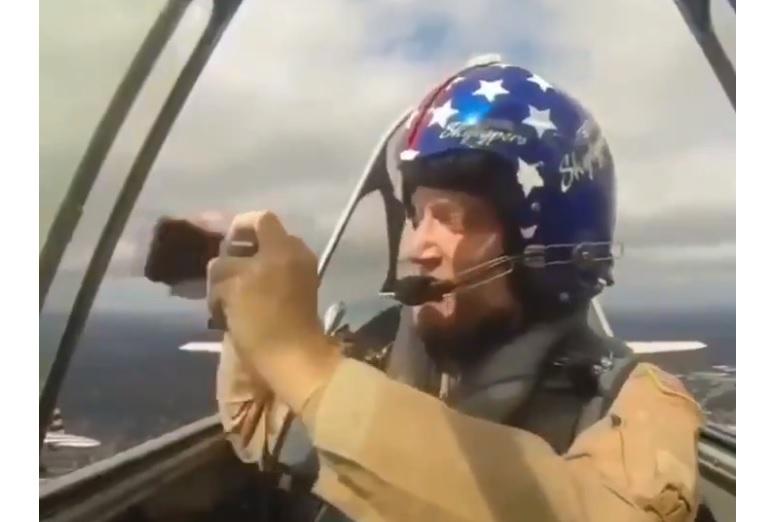 Vídeo Homem Sem Graça Perder Celular Voo T-6