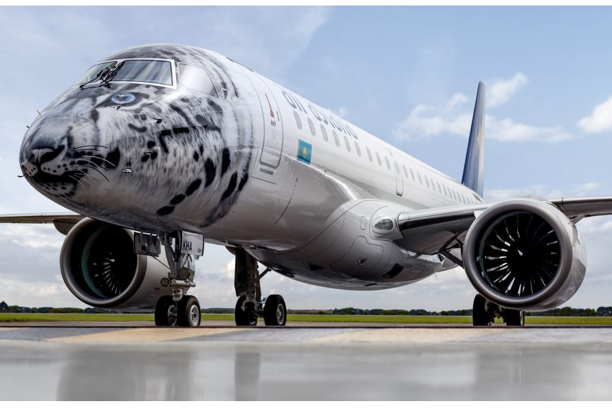 Avião Air Astana Embraer E190-E2 Leopardo das Neves