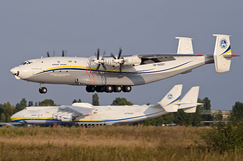 Avião Antonov AN-22
