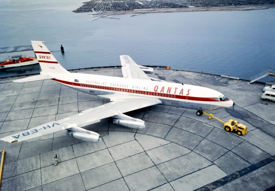 O atributo alt desta imagem está vazio. O nome do arquivo é Qantas-707.jpg