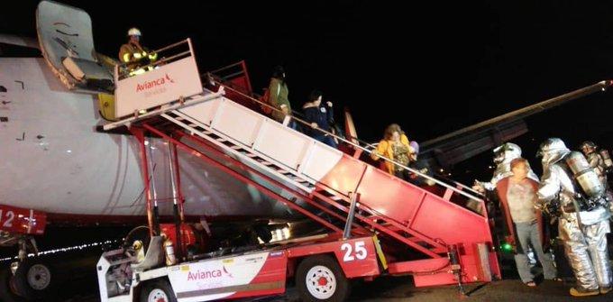 Escada Boeing 737 Bogotá