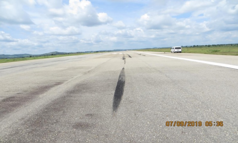 Incidente 747 Max Air Peregrinos Marca Toque Pneu
