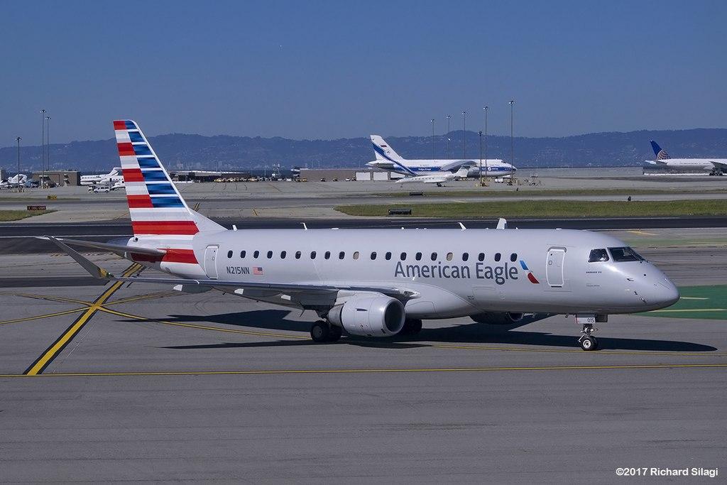 Avião Embraer E175 Compass Airlines American Eagle