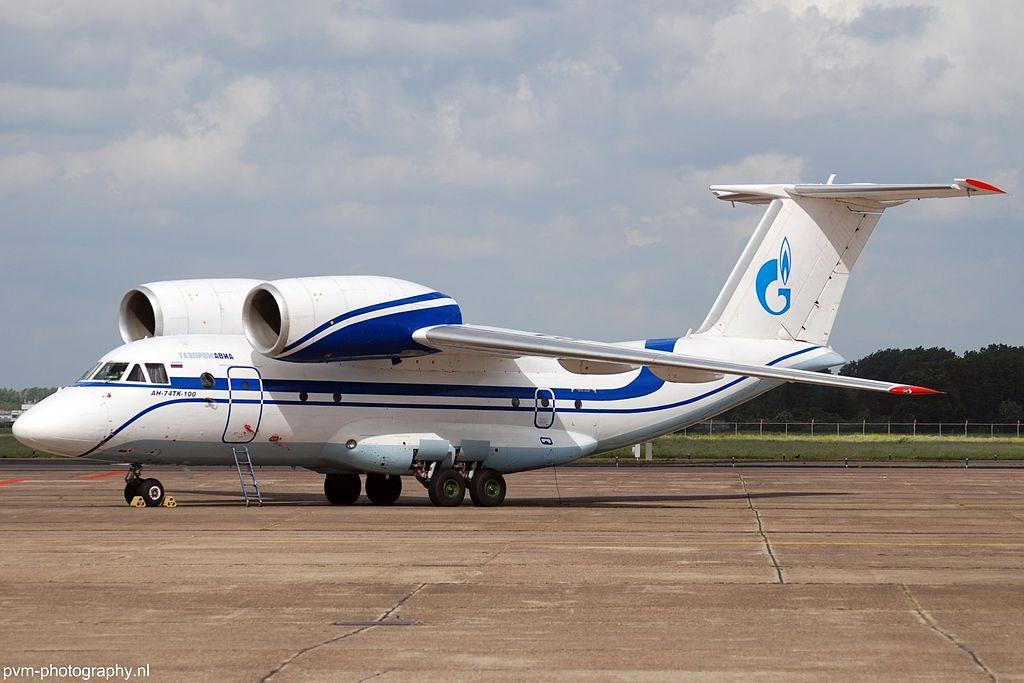 Avião Antonov An-74 Gazpromavia