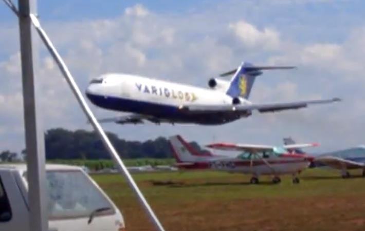 Vídeo Boeing 727 VarigLog Rasante Araras