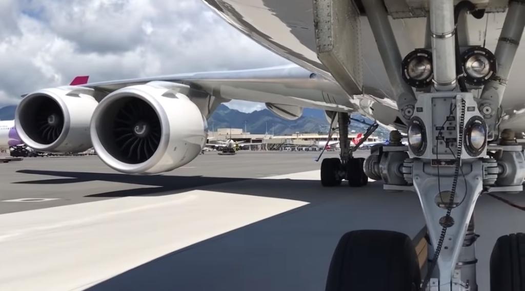 Vídeo Pushback Boeing 747-8 Jumbo