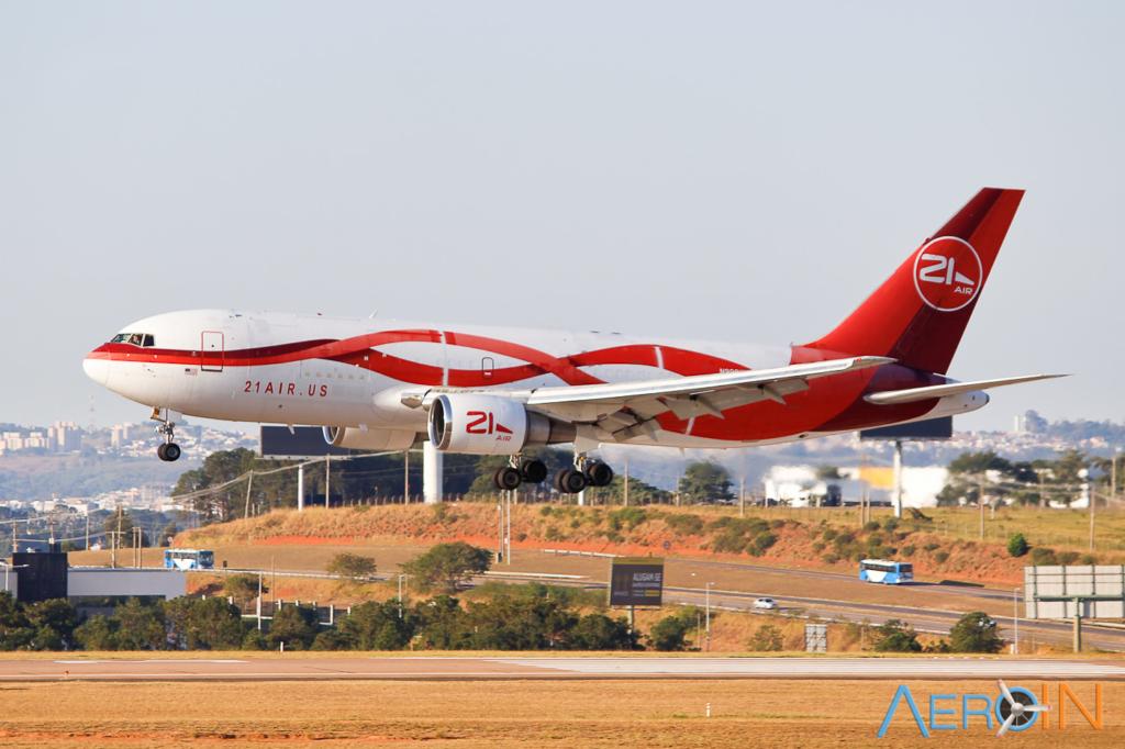 Avião Boeing 767-200F 21 Air