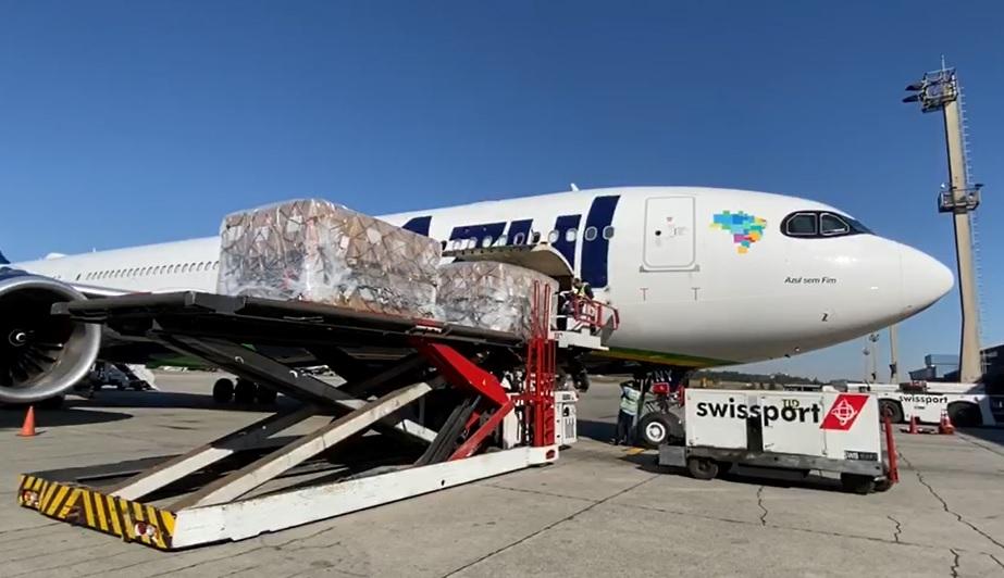 Azul A330neo descarregando China GRU Airport