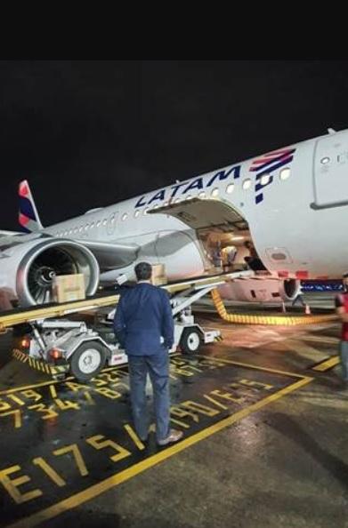 LATAM Avião Airbus A319 passageiros voo cargueiro