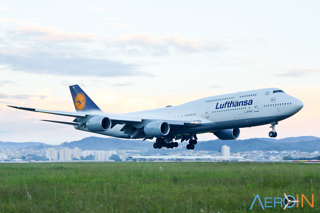 Avião Boeing 747-8I Lufthansa