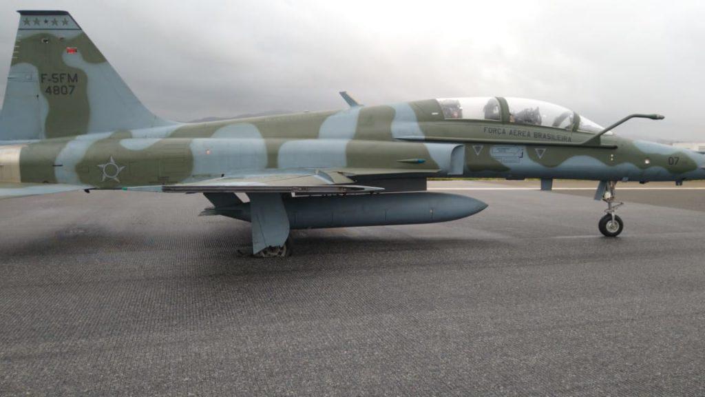 Caça F-5 FAB Força Aérea Roda Destruída Guarulhos GRU Airport