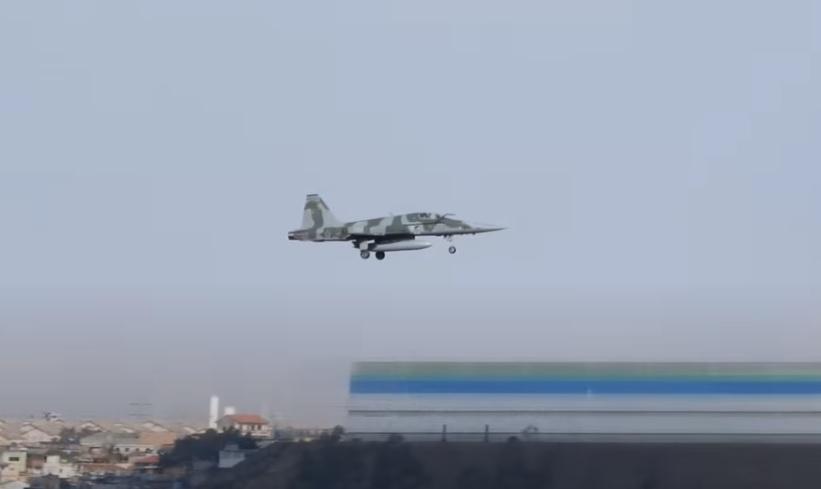 Vídeo caça F-5 FAB treinando Guarulhos São Paulo